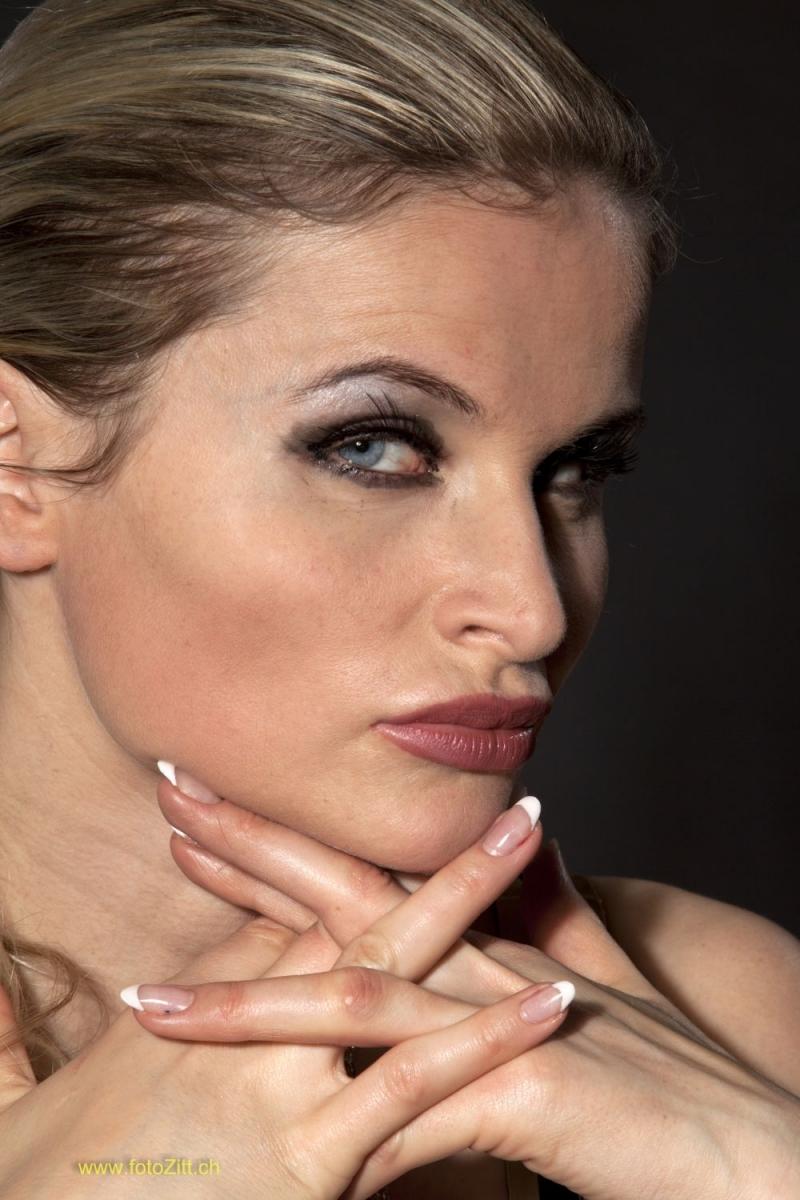 Portrait – BDSM Queen Syonera von Styx